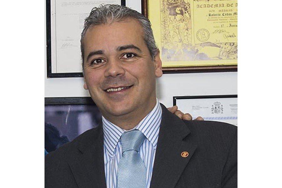 Daniel Bravo renueva como presidente de la Federación de Esgrima