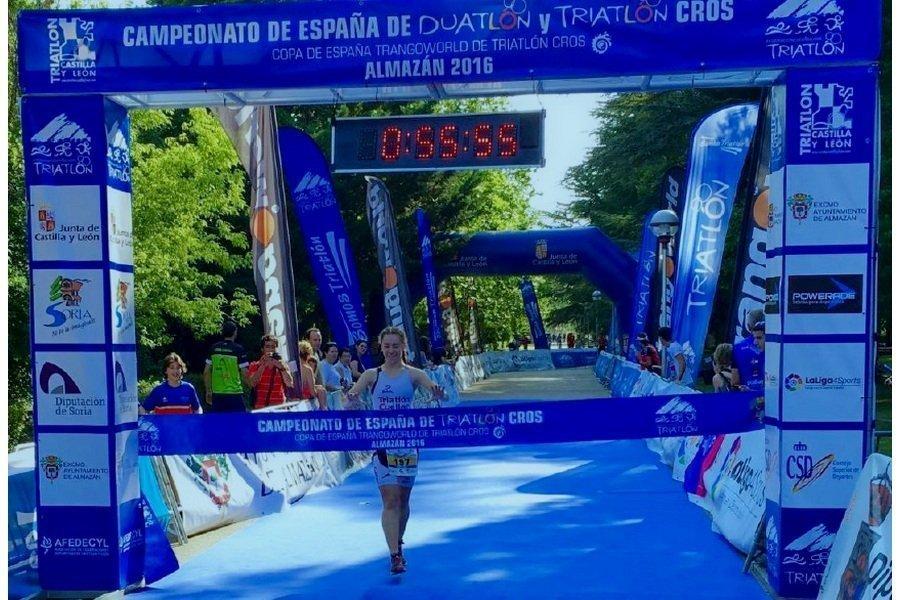 La triatleta Esther Gómez, una firme promesa que destaca en el panorama nacional e internacional