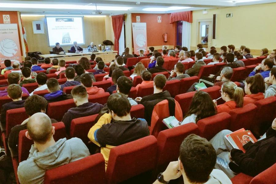 110 alumnos participan en el curso de Entrenador de Baloncesto Nivel 1 impartido por la FBCyL