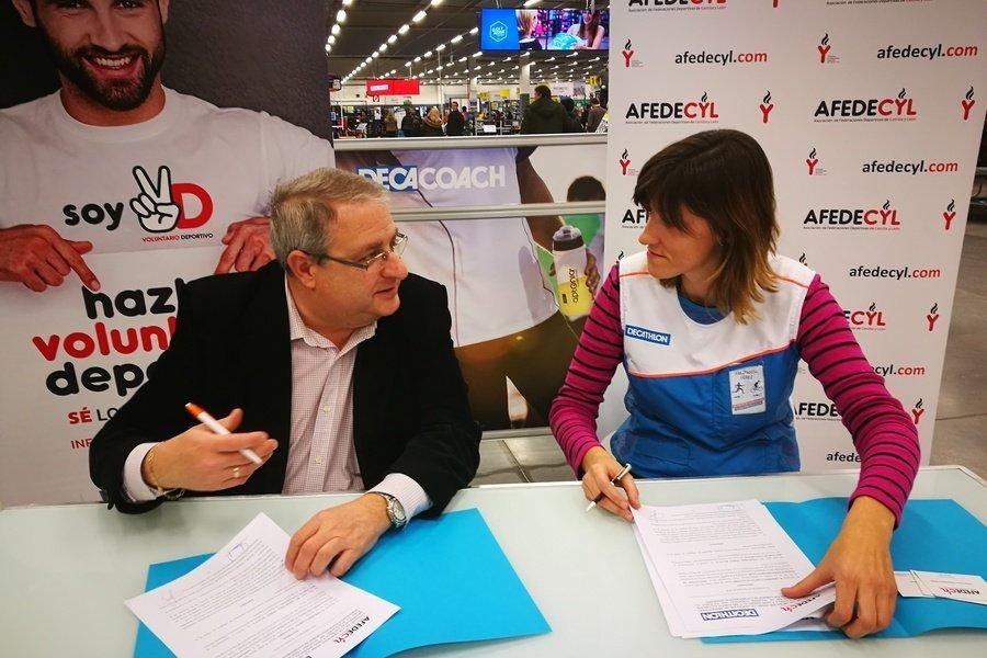 Afedecyl y Decathlon Valladolid suscriben un convenio para facilitar la inserción laboral de deportistas en sus centros de Castilla y León