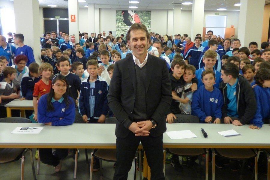 Lopetegui responde a las preguntas de más de 300 niños en el 75 aniversario del CD Arces