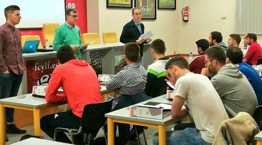Veinte alumnos participan en el I curso de Entrenador Profesional de Fútbol en Valladolid