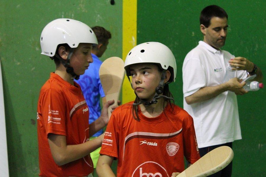El campeonato de España de Pelota en edad escolar con doce títulos nacionales se juega en Íscar y Pedrajas (Valladolid)