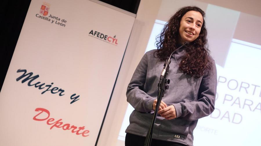 La internacional del 'Perfumerías Avenida', Silvia Domínguez, embajadora de la Igualdad de Afedecyl en Salamanca