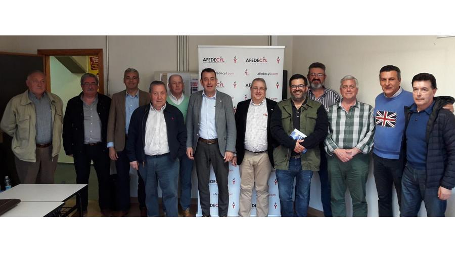 Afedecyl se reúne en León con las federaciones ubicadas en esta tierra para dar a conocer la campaña #JuntosMejor