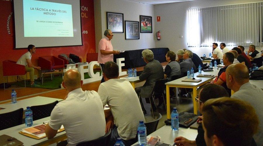 Más de cien personas han participado en el Congreso Nacional de Entrenadores organizado por la FCyLF