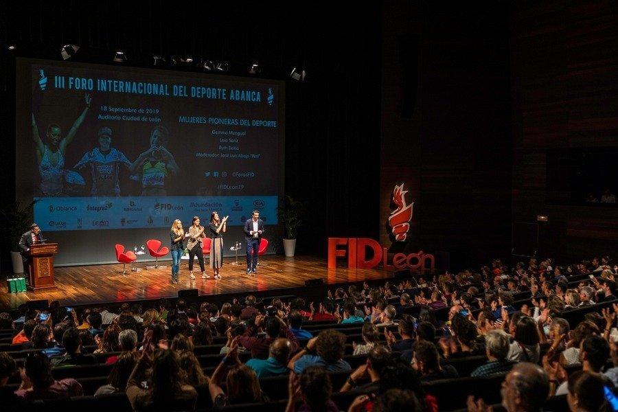 Ruth Beitia, Gemma Mengual y Laia Sanz, protagonistas del Foro Internacional de León ante un auditorio abarrotado