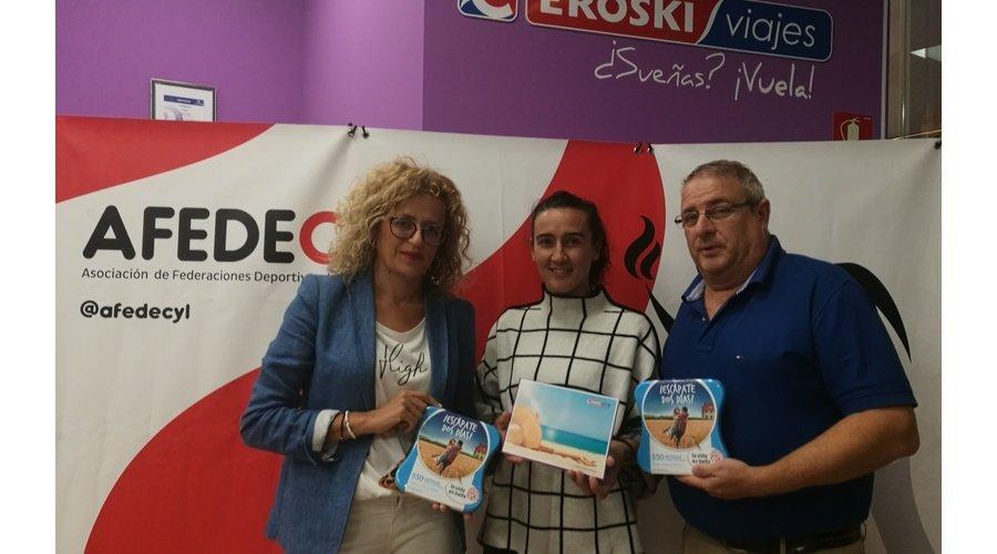 Afedecyl y Viajes Eroski entregan el viaje a Costa Dorada a Silvia Fernández ganadora del sorteo celebrado en la IV Feria del Deporte de Valladolid