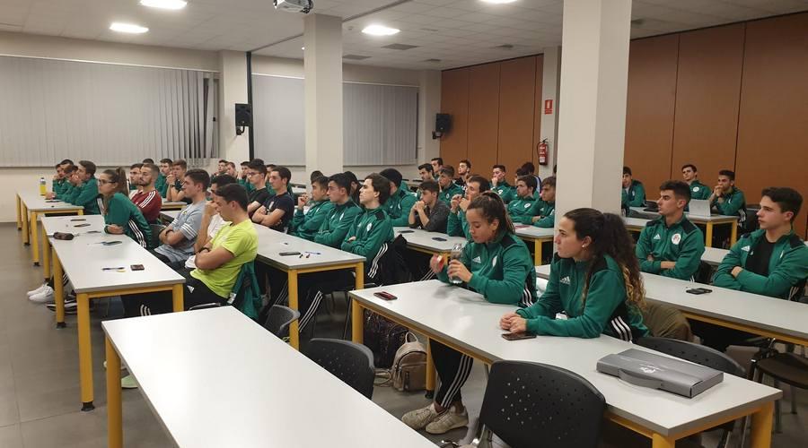 Los colegiados de fútbol de Castilla y León mejoran su formación en el Centro de Tecnificación Arbitral