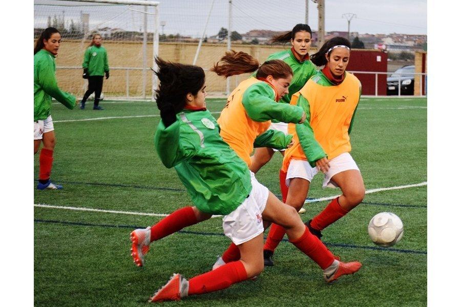 La preselección femenina de Castilla y León de Fútbol realiza en Toro su primera sesión de entrenamiento de la nueva temporada