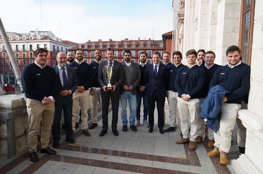 El alcalde de Valladolid recibe al equipo VRAC, campeón de la Copa Ibérica de rugby