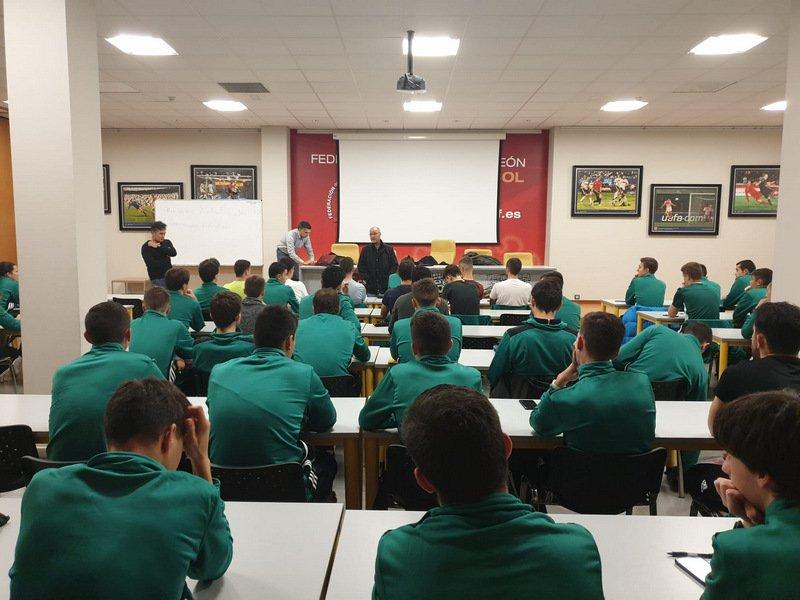 Las jóvenes promesas del arbitraje de Castilla y León se reunen en el Centro de Tecnificacion Arbitral de la FCyLF