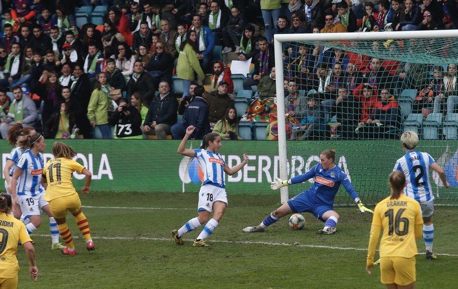 Salamanca se vuelca con la Supercopa Femenina de Fútbol con un Helmántico lleno de pancartas y ambiente festivo