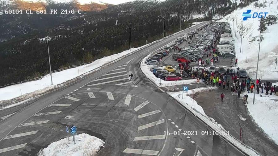 Los montañeros segovianos denuncian desigualdad en la gestión de los aparcamientos de Navacerrada y Cotos