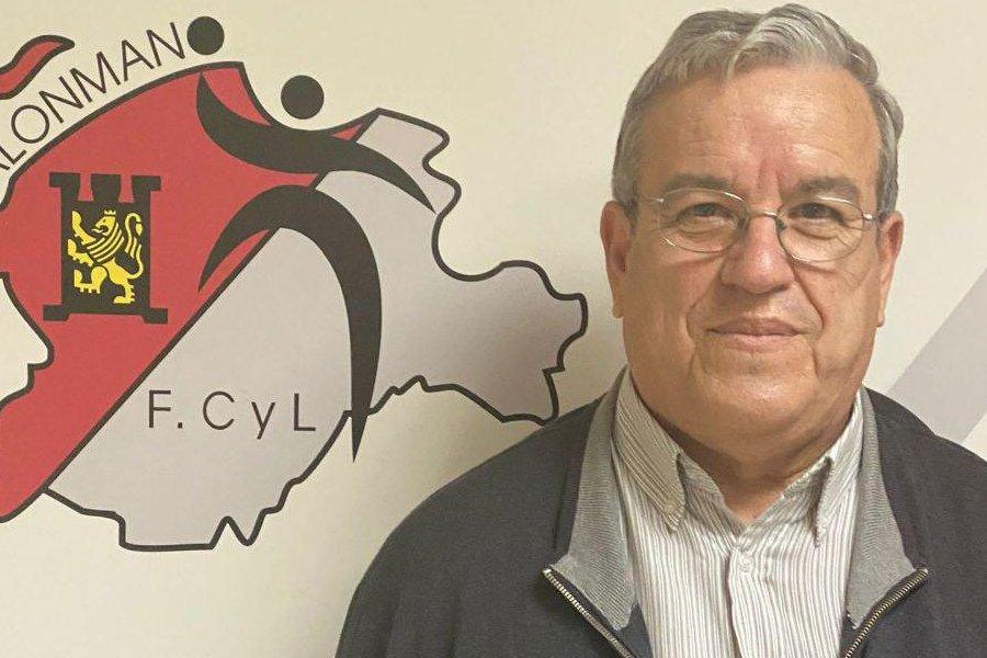 El nuevo presidente de la Federación de Balonmano de Castilla y León, Agustín Alonso Dueñas, toma posesión de su cargo