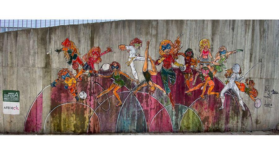 Un mural de 'superheroínas' para visibilizar el deporte femenino en los centros educativos de Castilla y León