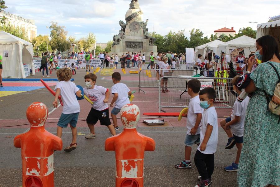 Deporte en la calle en las Fiestas de Valladolid de la mano de AFEDECYL, en la V Feria del Deporte
